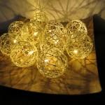 Lichterkette, Kerzen, Kamin und eine Verlosung